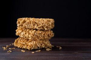 Kamu Doyan Makan Mi Instant? Baca Dahulu Nih, 3 Dampak Buruknya Untuk Kesehatan Tubuh
